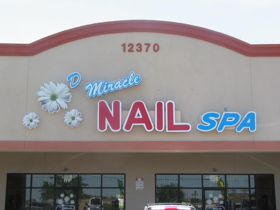 D Miracle Nails Spa Logo